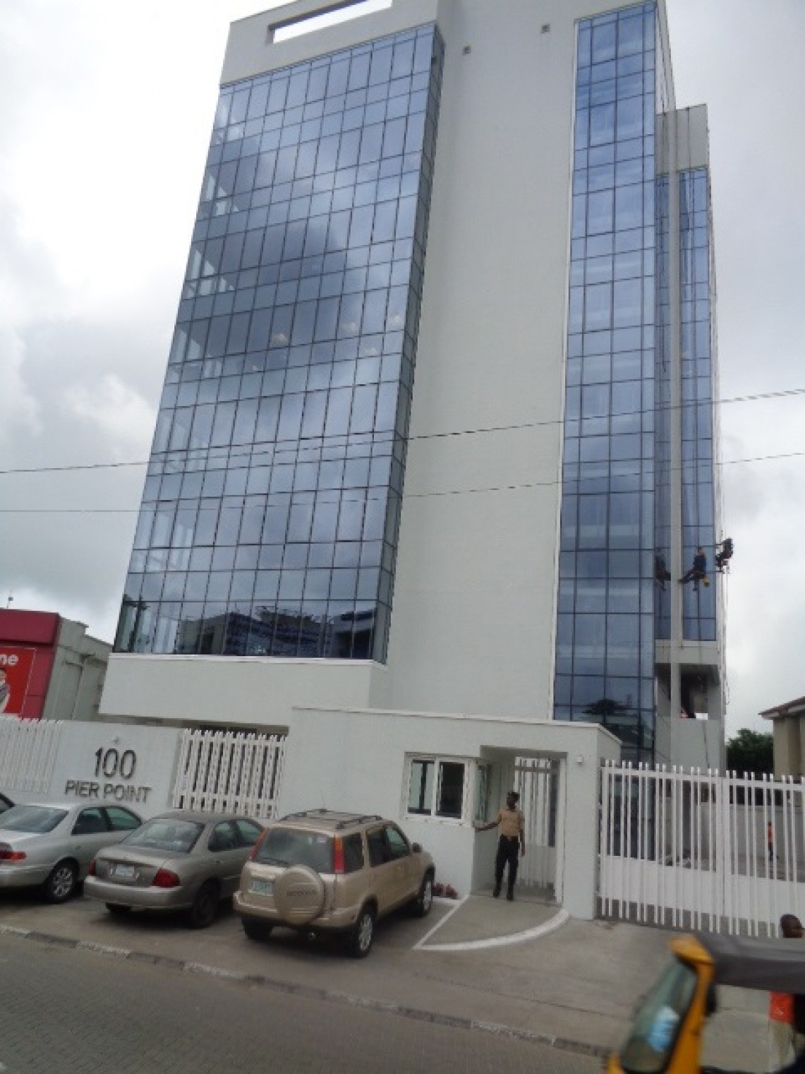 To Let, Victoria Island